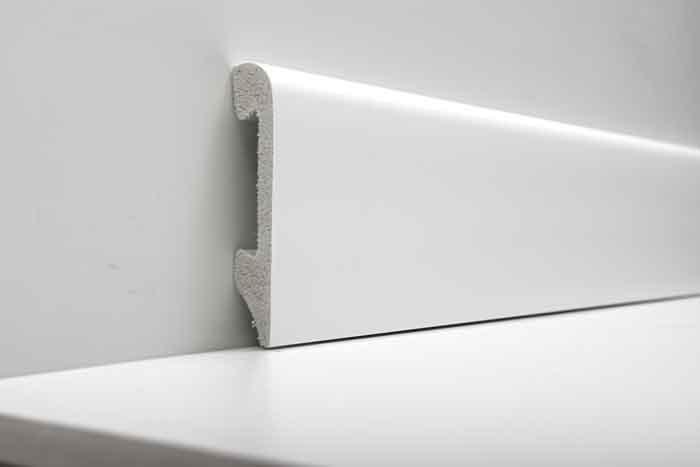 Zocalo Blanco Polar- Waterproof- Presentacion por una varilla- 14x75x2400mm